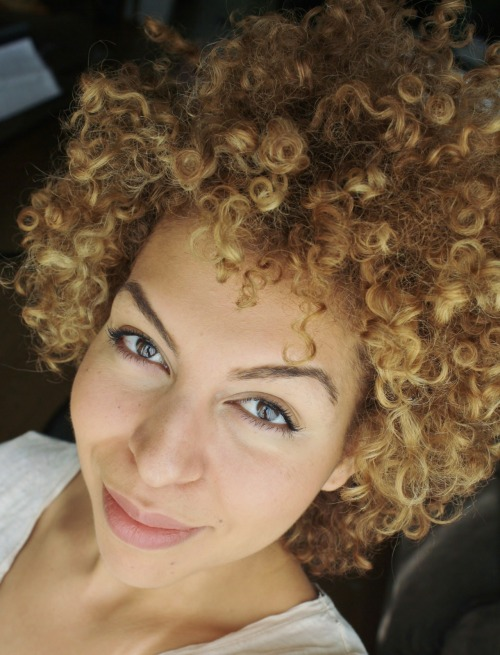 fuckyeahcurlscurlscurls:  Gone blonde!  Now we have a River Song on our hands. Lord have mercy.