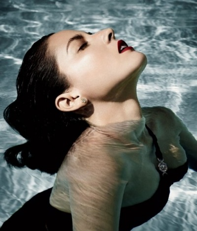 Olivia Munn is getting wet and wild in the December 2012 issue of Vanity Fair.  See her entire photo shoot by clicking the image above!