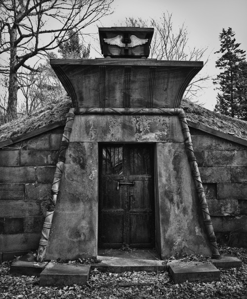 Mausoleum, Oakwood Cemetery, Troy, NY (by Pat Corrigan)