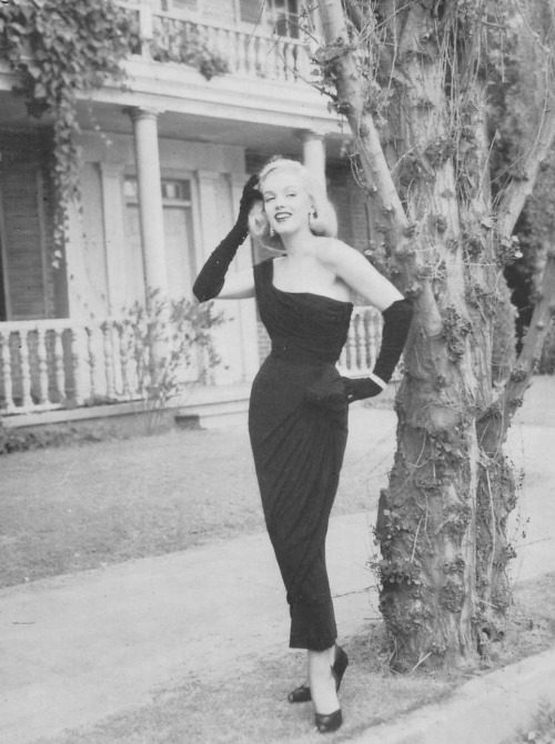 "freddiefrolic:  Marilyn Monroe photographed behind the scenes of ""The asphalt jungle"", 1950. By Edward Clark."