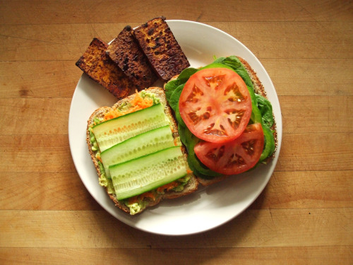 garden-of-vegan:  sprouted multigrain sandwich with avocado, carrot, onion, cucumber, spinach, green bell pepper, tomato, and sauteed tofu with soy sauce