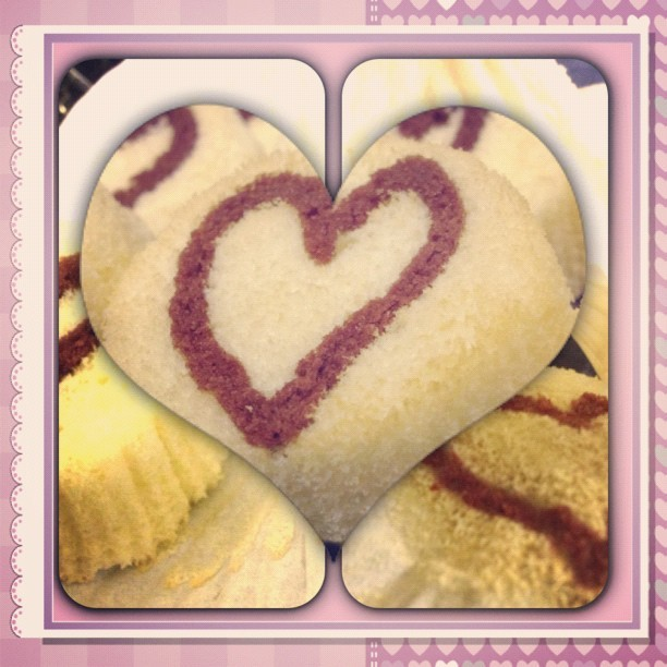 #InstaFrame #cake #sweet #heart #happy #bake #baking #sugar #dessert #food #love #decoration #fun #homemade #yummy #nom #eat #shape #share #cute