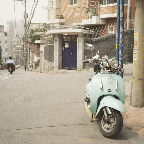 vespa by Ludvig Stolterman on Flickr. Vespa, Seoul