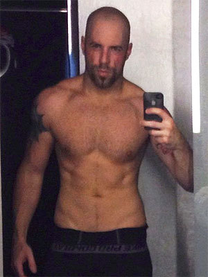 You too, Chris Daughtry! Get out of that mirror!