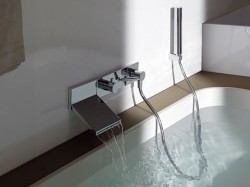 Little waterfall bath? YES PLEASE!