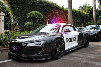 automotivated:  R8 Police (by ZR-Design)