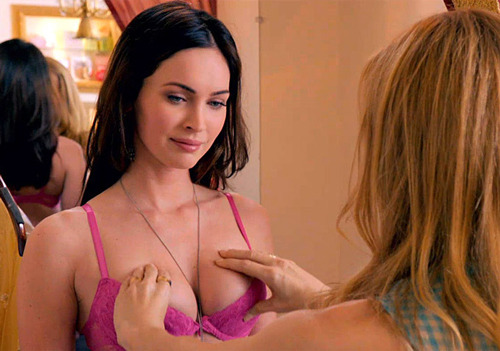 Leslie Mann feels up Megan Fox in This Is 40 featurette: watch now This Is 40 has released a new red-band featurette in which Judd Apatow and his cast talk us through what's been going on with Pete and Deb (Paul Rudd and Leslie Mann) since we last saw them in Knocked Up…