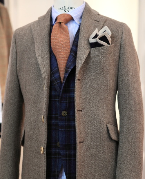 "landerurquijo:  Unpadding, unlining"", Herringbone coat; Mixing textures, colours and patterns / Sin hombreras, sin forro"", Abrigo de espiga; Mezclando texturas colores y estampados"