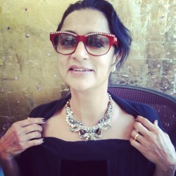The always fabulous #ranjanakhan showing me one of her fave neck pieces. -FDB
