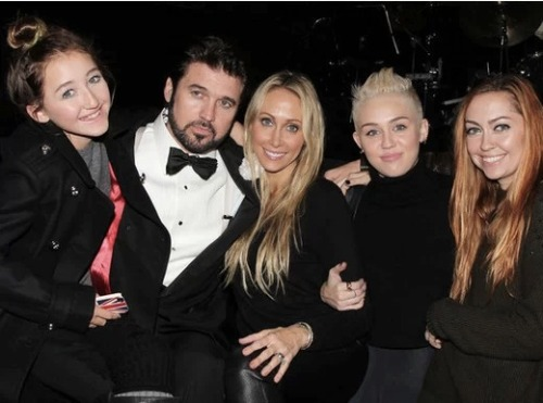 Hey everyone, Miley Cyrus apparently wants you to meet the Cyrus family! The family was apparently in New York City with their mom to see their father, Billy Ray, perform on Broadway.