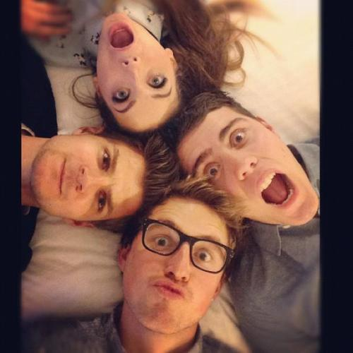 cheekyjackharries:   Four in a bed with @pointlessblogtv @jimtweetings and @zozeebo