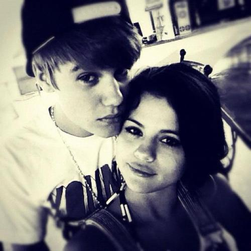 Sad over Justin and Selena's breakup? Here are 5 reasons why Jelena shouldn't call it quits just yet. Click for more!