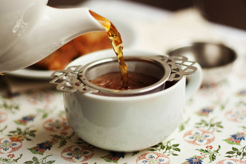 thecozythings:  darjeeling by hannygb on Flickr.   Come have a cup of tea with me(: