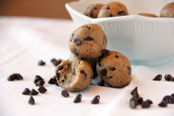 oohhhbaby:   chocolate chip cookie dough bites