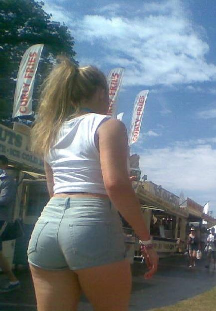 Candid big ass ebony milf 1
