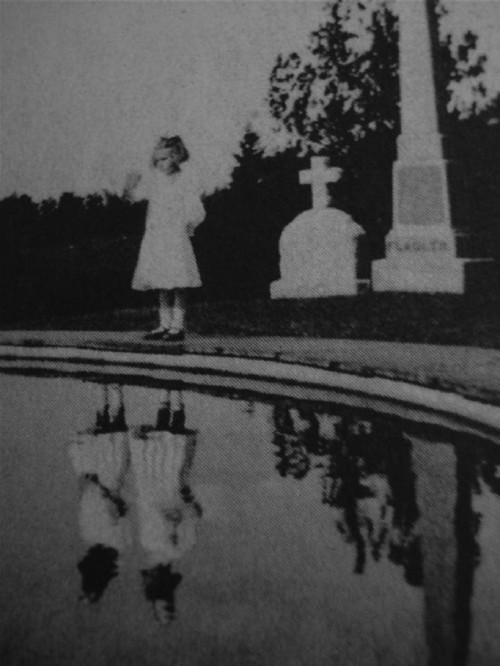 sombreboite:  Miss Peregrine's Home for Peculiar Children