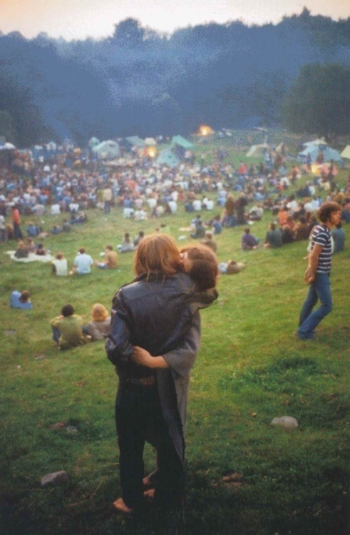 galasai:  A couple at Woodstock photographed by Elliot Landy, 1969