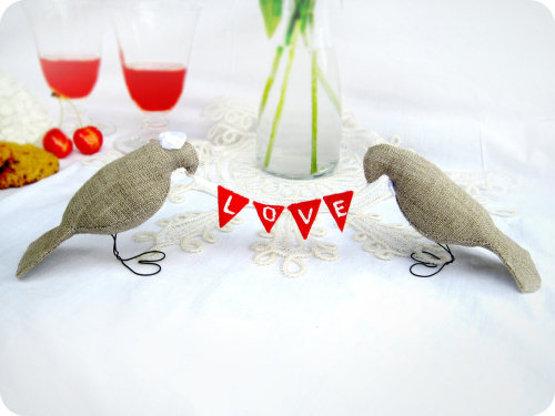 nccmrm97:  Burlap LOVE Birds Wedding Cake Toppers with mini felt banner, Love Fabric Banner,Burlap Birds Cake toppers by BrightBride (37.00 USD) http://etsy.me/UHt6Oo  Absolutely love this.