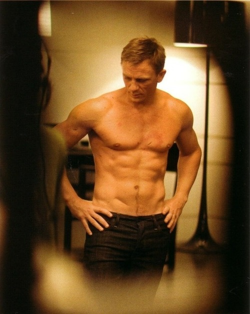 Ladies and gentlemen… Daniel Craig