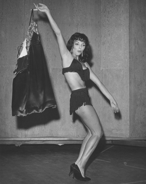 girliemagazine:  Joan Collins  Holy hell!  :O  What did Joan do before she became an actress? Was she a dancer? Was she an athlete? Just look at the definition in her legs! Look at those abs! <mind blown>