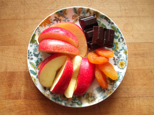 garden-of-vegan:  gala apple, dried apricots, and dark chocolate