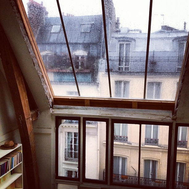 spir-it:  carolinedemaigret:  Rainy day in Paris  This is more than perfect , so magical!