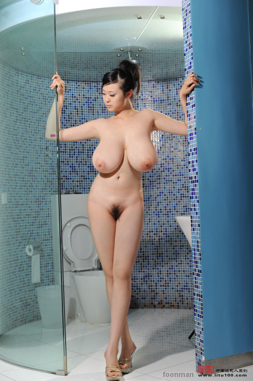 Bing Yi - Blue Tile Shower