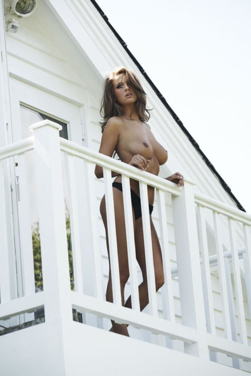 continuarte:  Elle Basey for Loaded Magazine, October 2010.