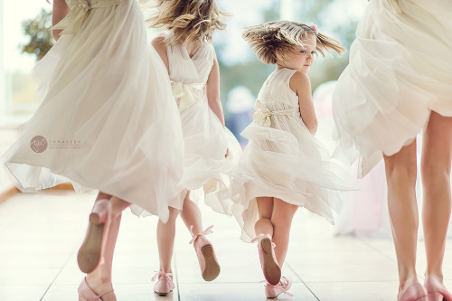 its-a-jaime-thing:  flower girls (by Aga Tomaszek)