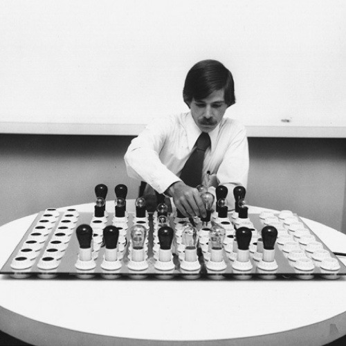 Electric This electric chess set, devised by American architect and competitive chess player, Brent Blake, uses low-wattage transparent, coloured and clear bulbs as chess pieces, on a board formed from low power electrical sockets mounted in plexi-glass.