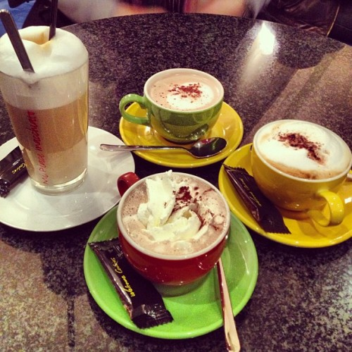 Midday café #cafe #macchiato #latte #hot #chocolate #girls #germany #oldenburg #jj #instadrink #mm #iphonesia #instagood #instamood  (at San Marco)