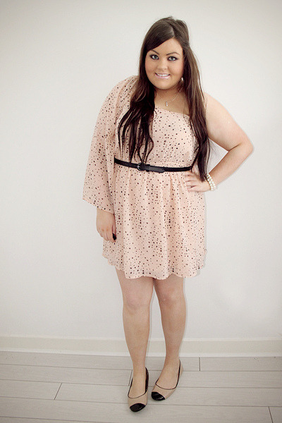 melbumblebee:  Dee from Perls, lace and ruffles. She and her styles are so cute, I'm in love. :-)