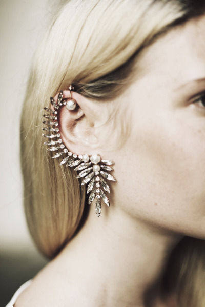 what-do-i-wear:  ear cuff by Ryan Storer  (image: wethepeoplestyle)