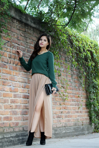 what-do-i-wear:  ZARA split leg skirt, ROMWE gold necklace, EFOXCITY green sweatshirt, WINDSOR rivets clutch, and ZARA booties (image: fake-leather)