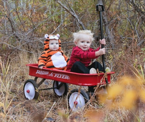 thatdjspider:  This? May seriously be the CUTEST Calvin and Hobbes cosplay ever. EVAR!
