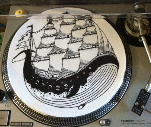 New slipmat I designed for Porchlight Records! Only $8 here: Porchlight Records While you're there, get the free download for the new Pretty Old/Salt Flats Split, I've been jamming it hard!
