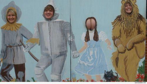 Hay algo en esta foto que no concuerda… ¡Ah cierto el espantapájaros era un hombre!