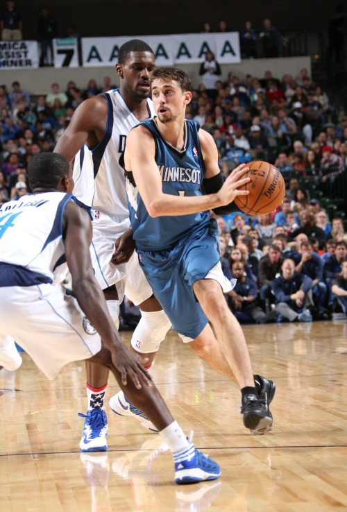 Shved shreds through the Dallas defense. (Getty Images)