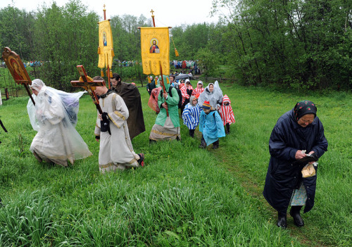 orthodoxwayoflife:  Procession of the icon of St. Nicholas Velikoretski