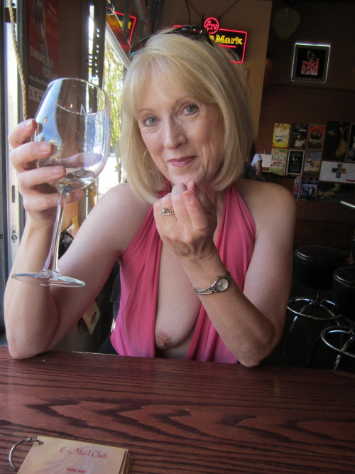 Mature milf downblouse