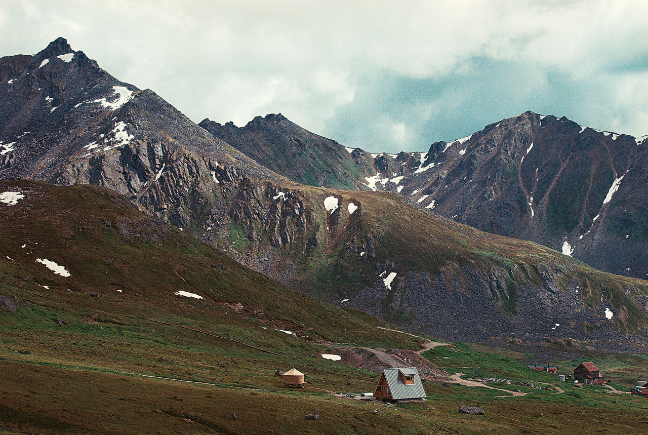 cabinporn:  A-frame on Hatcher Pass, Alaska. Photograph by David Trimble.