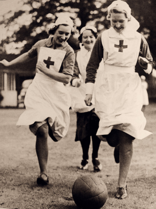 itsjohnsen:  Nurses have a bit of fun, WWII.Museum Syndicate