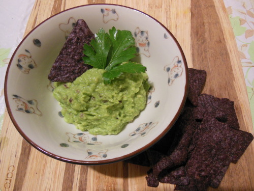 thedailysprout:  Here's a super easy and quick guacamole recipe. You'll need: 1 rather ripe avocado 1-2 tsp. lemon juice 1-2 tsp. apple cider vinegar 1 tbsp. red onion, finely chopped salt and pepper to taste You could process the avocado through a food processor for a smooth consistency, but I just mashed the avocado up with a fork. Then, I just add the lemon juice and vinegar to taste. I like adding some apple cider vinegar because I feel like it adds another dimension of flavour. I added the onion and salt and pepper and mixed it all up. It's so quick and delectable! You could serve it with some tortilla chips or use as spread for sandwiches or crackers, so many possibilities.  And yes, avocado is really as good as they say it is! Avocado has many anti-inflammatory benefits due to such nutrients as, but not limited to, omega 3 fatty acids, which are crucial for bringing any sort of inflammation down. Avocados also carry an impressive range of carotenoid antioxidants as well as oleic acid and monounsaturated fatty acids, which aid in the transport of these wonderful carotenoids. Despite their bad rap for fat, avocados may actually promote heart health because of their fat content! All in all, avocados are a great addition to anyone's diet. They have the potential to make any dish super scrumptious!!