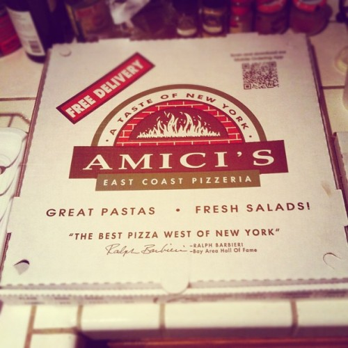 Excuse my #tastebudgasm but Amici's is the #bestpizza around! Perfect pre-thanksgiving dinner ever, I could cry. 🍕😆
