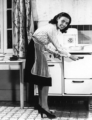 Happy Thanksgiving! The great Lena Horne is really demonstrating fuel conservation here (circa 1940s) but let's just pretend she just put a bird in the oven:)
