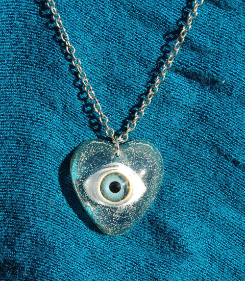 teen-witches:  EYE HEART YOU Pendant Necklace in Clear w/ Blue eye