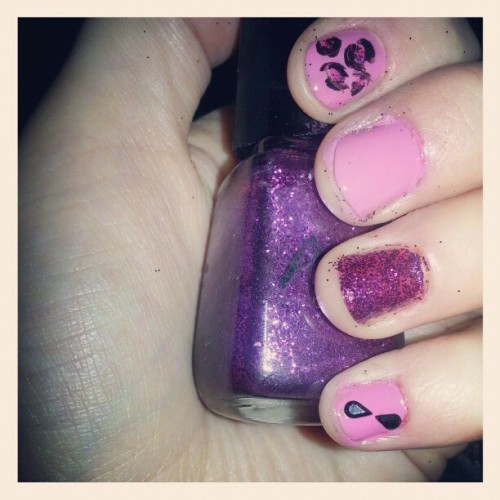 katiefied:  #nails #nailart #pink #sparkly #leopardprint
