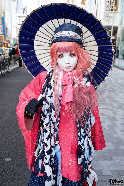 tokyo-fashion:  Well-known (and super-sweet) Japanese Shiro-Nuri Minori on the street in Harajuku. She's on Twitter here.  I love this girl. <3