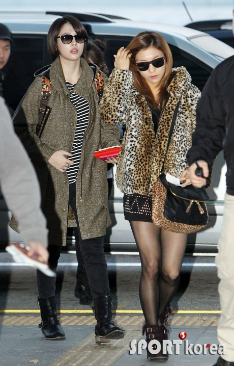 F(x): Sulli & Luna - Incheon Airport (121112)
