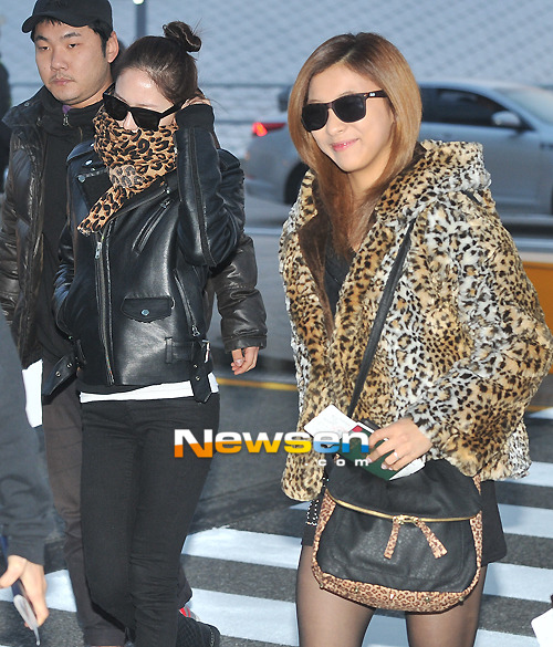 F(x): Krystal & Luna - Incheon Airport (121112)
